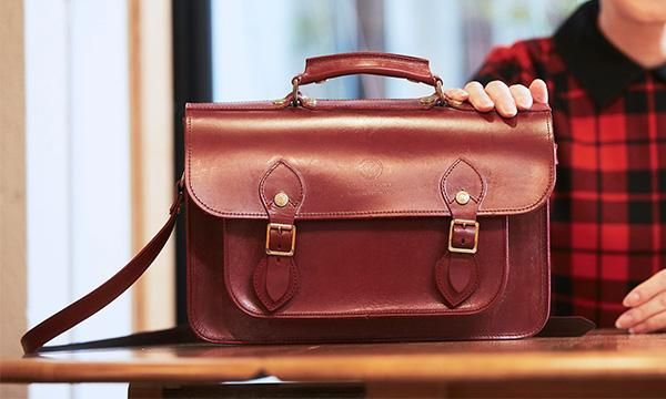 英国王室研究家をうならせた、美しく機能的なサッチェルバッグ。