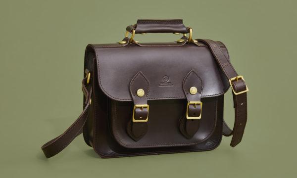 サッチェルバッグ | 歴史のあるトラディショナルな鞄を日常使いする